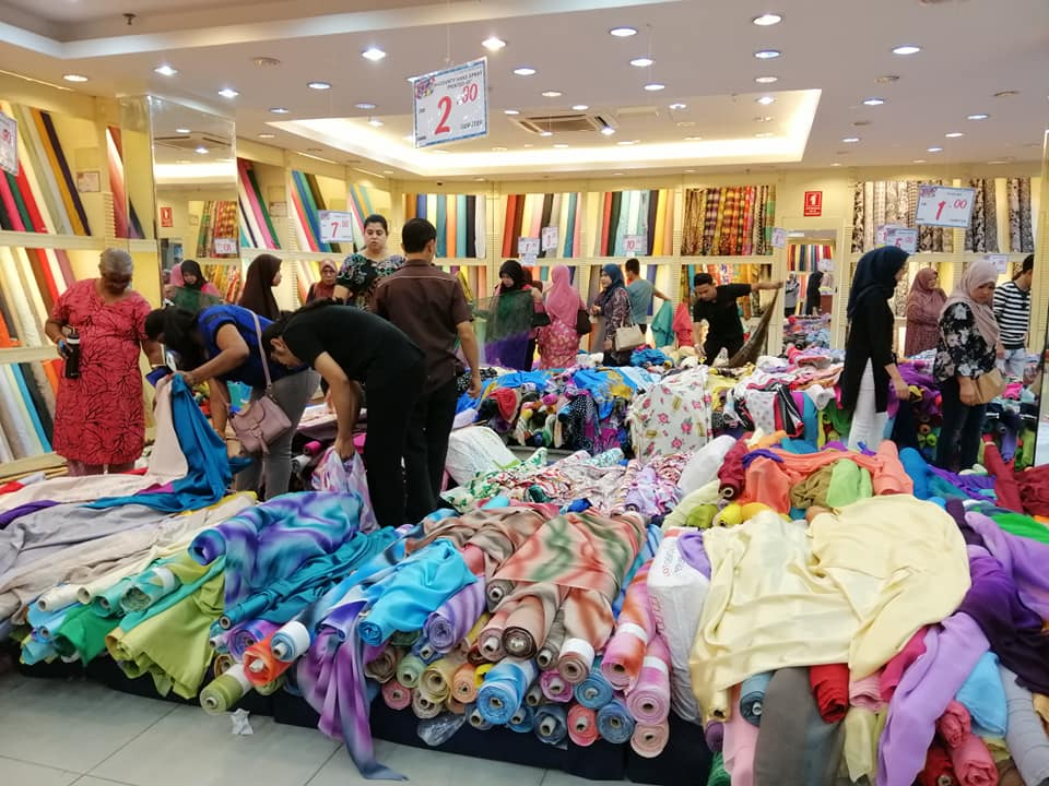 Raya shopping in jb